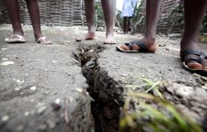 haiti-earthquake-crackjpg-ff14a5f26de2e44f